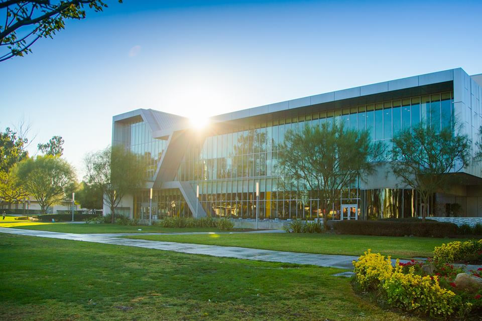 カリフォルニア州立大学ドミンゲ...